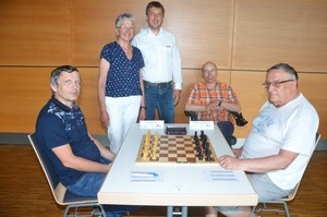 Clocks started for the 3rd Rottal Chess Open from 19 to 23 June 2019 in the city hall Pfarrkirchen: last year's winner GM Petr Haba (CZ), deputy district administrator Edeltraud Plattner, Pfarrkirchens mayor Wolfgang Beißmann, organizer Patrick Bensch from Chess Club Rottal-Inn and GM Vladimir Okhotnik (FRA), Senior World Champion 2011 and 2015.